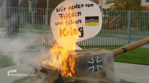 Wir reden vom Frieden und führen Krieg. Panzer brennt