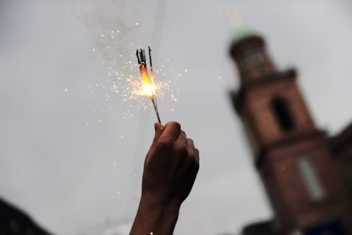 Bengalo im Schwarzen Block vor der Paulskirche Frankfurt im Juni 2012